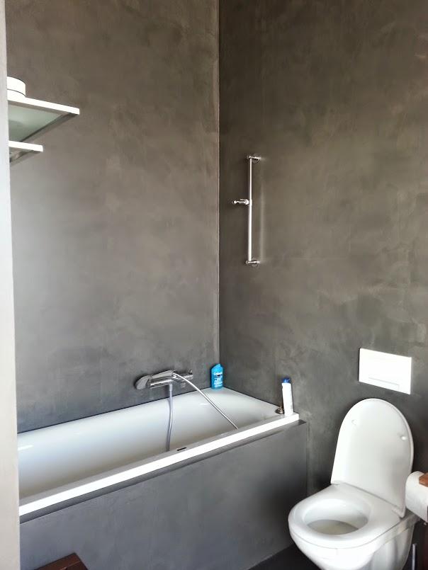 La salle de bain avec son coin baignoire